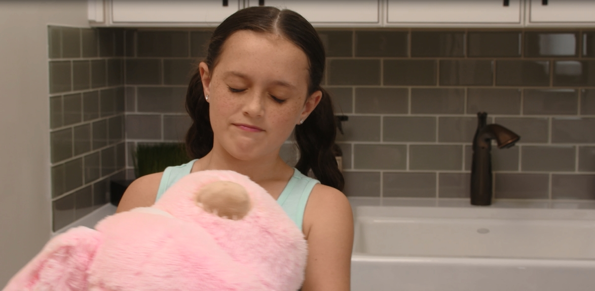"Peoples Gas 30-second TV Spot ""Pink Dog"""